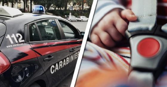 I carabinieri hanno salvato la bambina imprigionata in auto (© Diario di Torino)