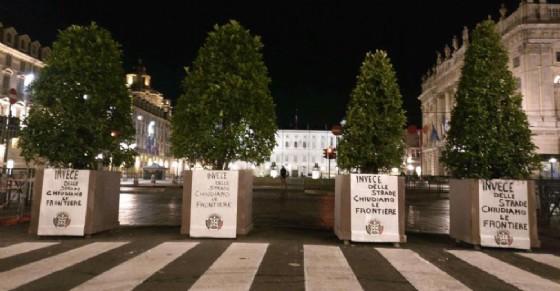 I manifesti affissi nella notte (© Casa Pound Torino)