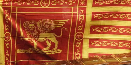 Regione, ok alla legge per l'obbligo di esporre la bandiera veneta