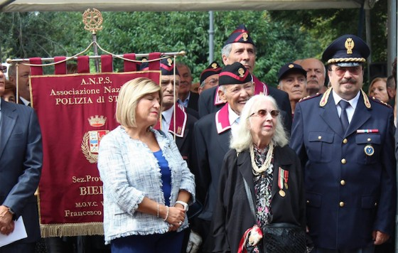 A sinistra il Prefetto Annunziata Gallo, la vedova Cusano, ed il figlio del vice-questore (anche lui poliziotto) Maurizio