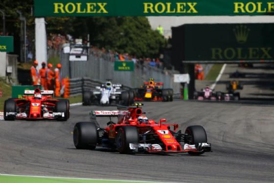 Le due Ferrari di Raikkonen e Vettel nei primi giri del GP d'Italia