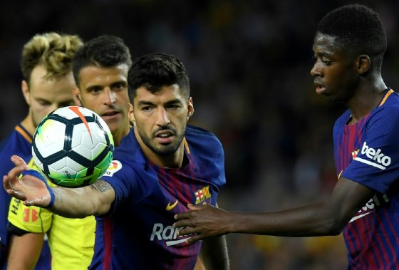 Barcelona's Luis Suarez (L) grabs the ball next to teammate Ousmane Dembele during their Spanish La Liga match against Espanyol, at the Camp Nou stadium in Barcelona, on September 9, 2017