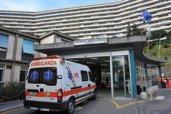 Donna muore durante un intervento chirurgico al San Martino, avviata indagine