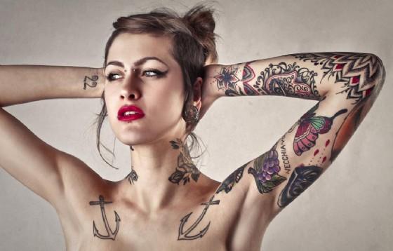 Gli inchiostri dei tatuaggi possono essere pericolosi per la salute