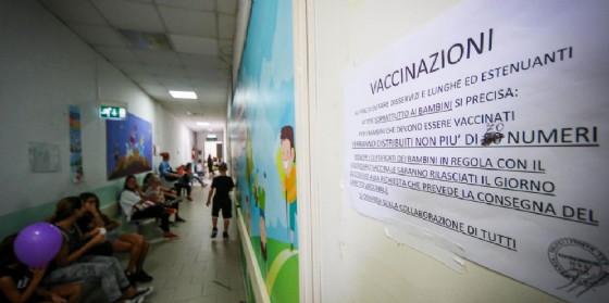 Vaccini simulati: c'è il rischio che le dichiarazioni per le scuole non siano veritiere (© ANSA)