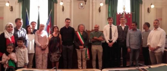 Fulvia Zago con i nuovi cittadini italiani (© Diario di Biella)