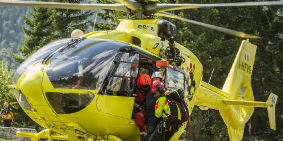 Il Cnsas recupera un anziano che era caduto nei boschi di Fields (© Cnsas - Portolan)