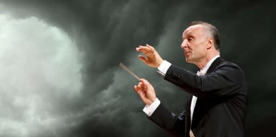 In scena l'Orchestra del Verdi diretta da Oleg Caetani (© Teatro Verdi di Trieste)
