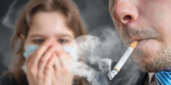 Il fumo di terza mano causa danni a cervello e fegato