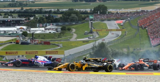 Toro Rosso, Renault e McLaren si incrociano in pista... e fuori