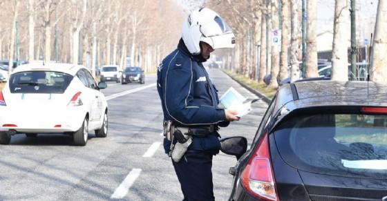 I controlli della polizia municipale (© ANSA)