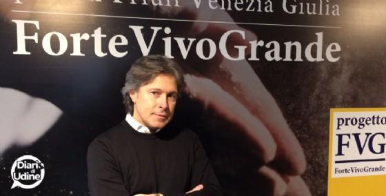 Bini tra la gente per presentare 'Progetto Fvg' e la sua idea di Regione (© Diario di Udine)