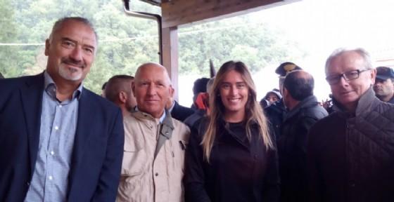 Elsner (a sinistra) e la Boschi durante l'inaugurazione