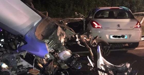 Frontale tra auto sulla Feltrina: due morti
