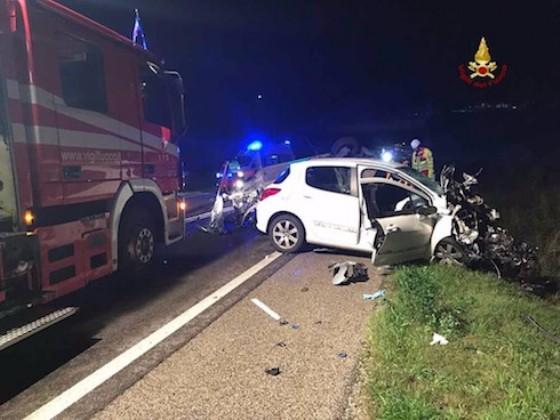 Pederobba, frontale tra auto: due morti