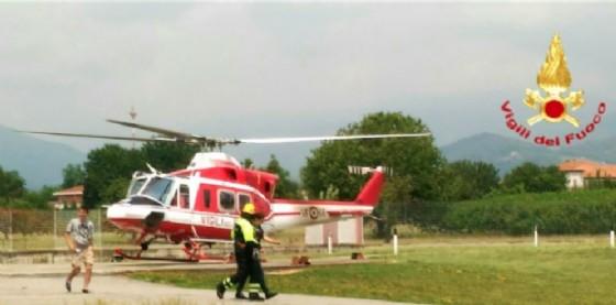 Elicottero nella caserma del comando provinciale dei vigili del fuoco