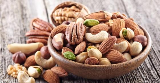 Noci mandorle, pistacchi e noccioline: un aiuto contro l'obesità