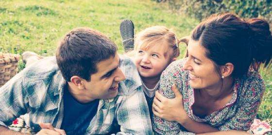 'Famiglia è… solidarietà': primo meeting promosso dall'Associazione Fameis (© Adobe Stock)