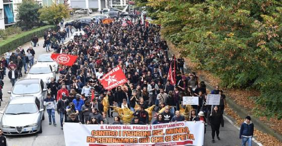 Manifestazione anti G7 parte da corso Cincinnato (© Ansa Foto)