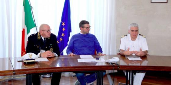 Pierpaolo Roberti, il commissario aggiunto della Polizia Locale Fulvio Degrassi e il capitano di fregata Giulio Giraud (© Comune di Trieste)