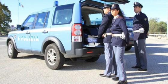 Si taglia la gola davanti ai poliziotti: era stato fermato alla frontiera per un controllo (© Polizia di Stato)
