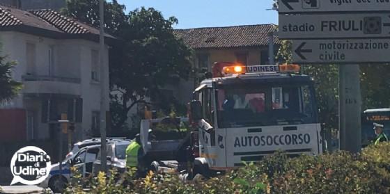 Due auto si scontrano in viale Venezia: donna ferita