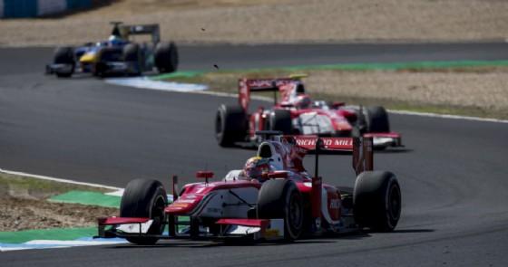 Charles Leclerc davanti al suo compagno di squadra Antonio Fuoco a Jerez