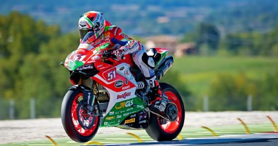 Michele Pirro in azione sulla Ducati del team Barni a Vallelunga