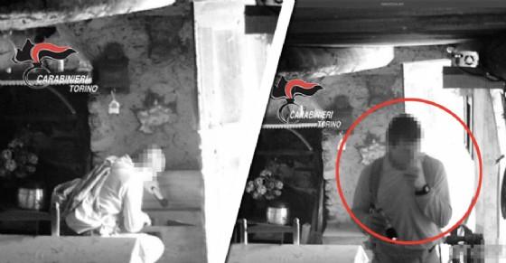 Il ladro ripreso dalle telecamere (© Carabinieri)