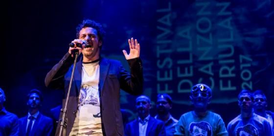 Jody Bortoluzzi con Sunsûr si aggiudica l'edizione del Festival della Canzone friulana (© Matteo Favi)