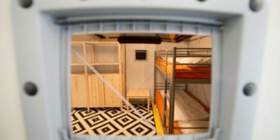 Via le tende dalla Cavarzerani, ecco i mini container (© Keystone)