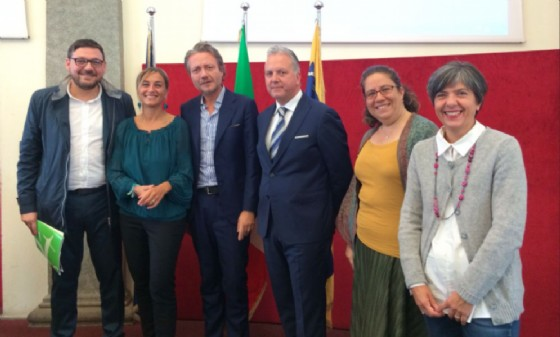 L'assessore Teresa Barresi (ultima a destra) a Torino alla presentazione della giornata nazionale del trekking urbano (© Comune di Biella)