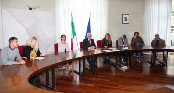 L'assessore Rossi durante l'analisi dell'estate culturale di Trieste (© Comune di Trieste)