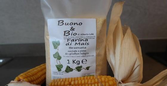 La confezione di farina di mais Buono e Bio