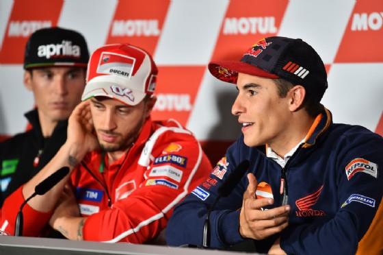 Marquez con Andrea Dovizioso davanti ai giornalisti al venerdì del GP del Giappone