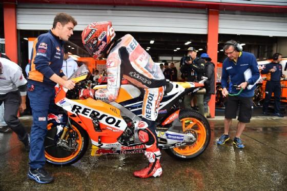 Marquez rientra ai box della Honda