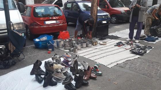 Abusivismo al mercato di corso Racconigi (© Diario di Torino)