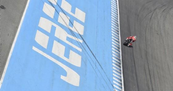 Superbike, sfortuna Melandri: moto ko, a Jerez vince Rea