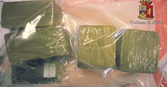 Sequestrati 2kg di hashish in un alloggio di corso Emilia (© Polizia di Stato)