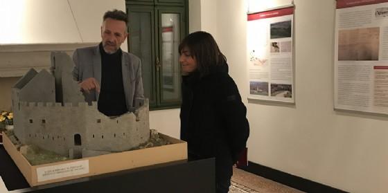 Debora Serracchiani (Presidente Regione Friuli Venezia Giulia) visita la villa di Toppo Wassermann con Luca Villa (Archeologo) (© Regione Friuli Venezia Giulia)