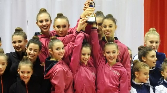Premiazione per le atlete della Rhythmic School (© Rhythmic School)