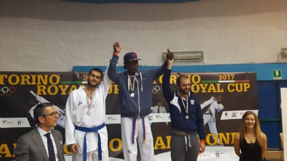 Omar Wane sul podio