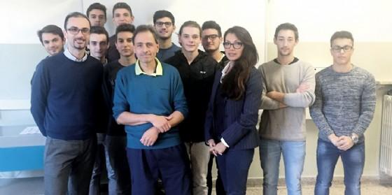 Claudio Borrello, Carlo Prencis e Pamela Campoblanco con gli studenti dell'Itis di Gorizia (© Ermetris Academy)