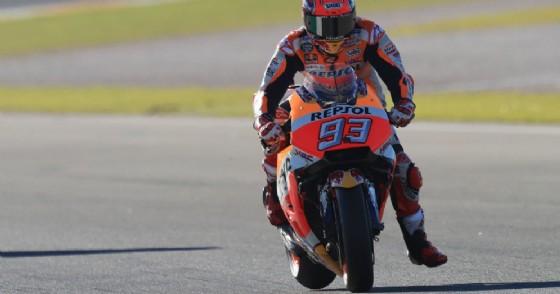 Marc Marquez in sella alla sua Honda a Valencia