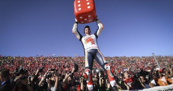 Marc Marquez festeggia il sesto Mondiale a Valencia