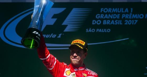 Sebastian Vettel sul gradino più alto del podio del GP del Brasile