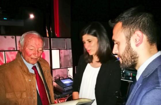 Piero Angela con Chiara Appendino e Fabio Versaci (© CittAgorà)