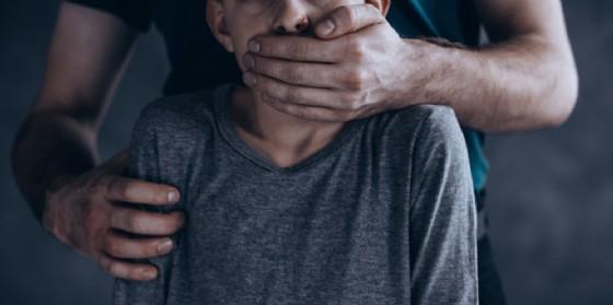 Pedofilia: vittima accoltella il suo presunto orco (© Shutterstock.com)
