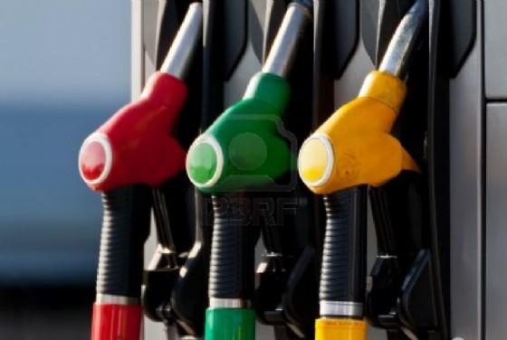 Carburanti: crolla il consumo di benzina, aumenta quello di gasolio (© Adobe Stock)