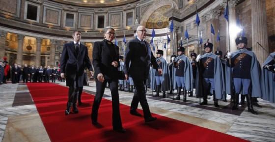 I Savoia rendono omaggio alla tomba di Vittorio Emanuele durante la cerimonia per i 150 anni dell'Unita' d'Italia al Pantheon